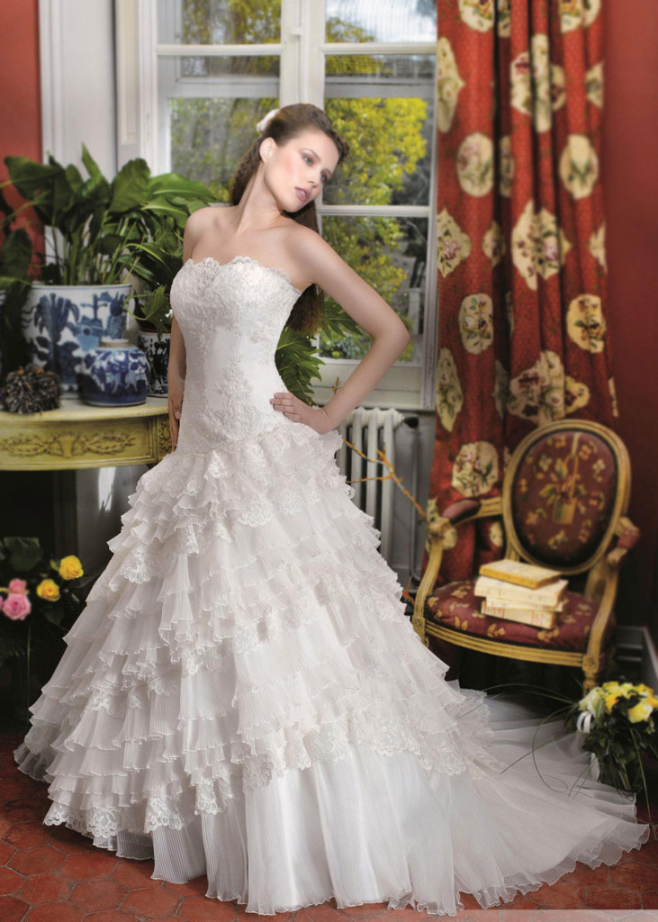 strapless-crepe-tiers-wedding-gown