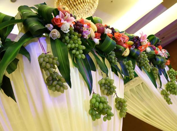fruit theme wedding with green grape and leaves